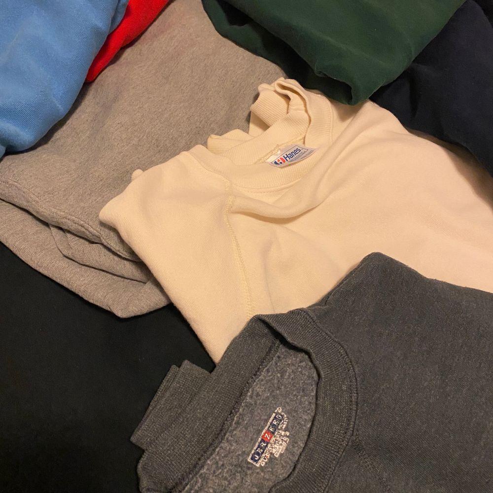 10+ blank vintage sweatshirts finns tillgängliga. Skriv privat till @corporativehundred för mer info om, storlekar priser och skick! PRISER VARIERAR FRÅN 150-300 kr!. Tröjor & Koftor.