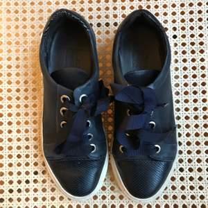 Mörkblåa sneakers från billi bi sports, stolek 37! Frakt ingår inte 🌷