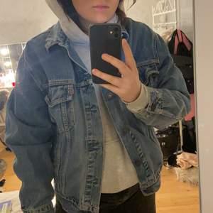 Jeans jacka ifrån Levis, frakt tillkommer! Over size