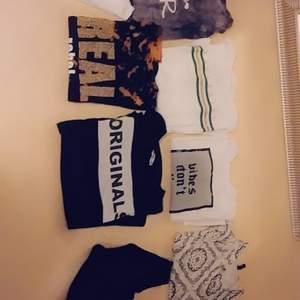 Olika tröjor i helt bra skick, alldrig använda. Olika storlekar. Du kan köpa vilken eller vilka tröjor du vill. Korta, långa och olika färger.+ frakt och pris kan diskuteras. Ett plagg= 40kr.  2 plagg = 30kr. Alla = 100kr.