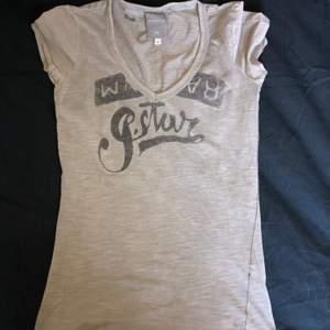 Vringad tshirt från gstar, storlek S säljer för 70kr.