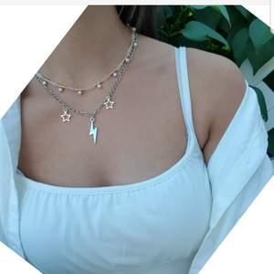 Populärt kedjehalsband med blixt och stjärnor, perfekt till alla outfits och super snyggt att kombinera med andra halsband som på första bilden⚡ Pris: 89 kr ( frakt är medräknat i priset)