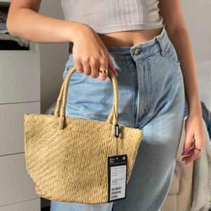 Söt liten handväska från weekday aldrig använt, köparen står för frakt 44kr