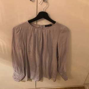 Jättefin blus från STOCKH LM/MQ i en ljuslila färg. Säljes för att den inte passade min kropp. Inköpt under april 2020. Pris kan diskuteras vid snabb affär.