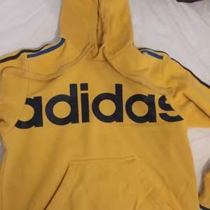Adidas hoodie i ca stl M. Betalning sker via swish och köpare står för ev frakt 🚚