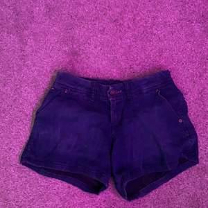 Säljer dessa Tommy hilfiger shorts. Super sköna , lite pösiga i modellen. Fint skick 50kr + frakt