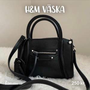 H&m väska nästintill ny. Använd 2-3 gånger. Pris kan diskuteras vid snabbaffär 🖤