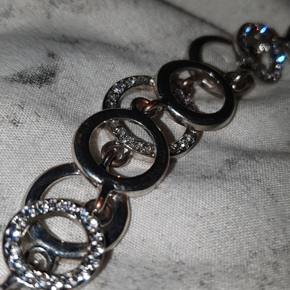 Supersnyggt silver armband från pandora! 100kr, frakt ingår!. Accessoarer.