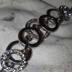 Supersnyggt silver armband från pandora! 100kr, frakt ingår!
