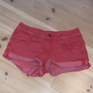 Ett par shorts från h&m i storlek 36.