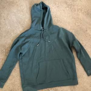 """grön hoodie från Nellys egna märke """"trend"""", oversize och fin färg. Kommer ej till användning, frakt ingår"""