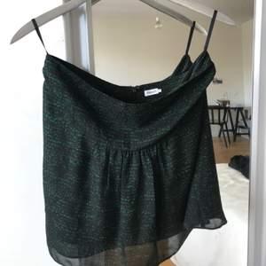 Tuff kjol från Filippa K som är i fint skick och endast använd två gånger. Köpare står för frakt!