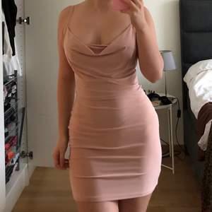 Jättefin klänning från boohoo. Aldrig använd. Storlek 34 💖