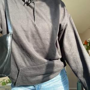 En helt vanlig skön svart hoodie! Säljer pga har för många🖤🖤🖤