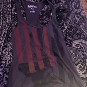 Skitsnyggt linne som jag knappt vill sälja men är tyvärr i behov utav pengar😔det är bara fråga om fler bilder och priset kan diskuteras😊<3