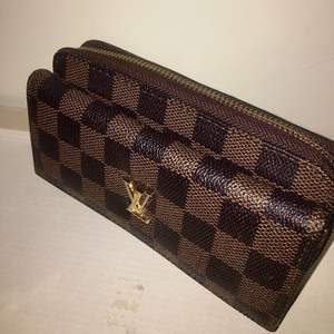 FAKE brown and dark brown Louis Vuitton wallet, slightly broken. Contact for more details