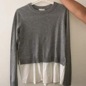 En gråa tjock tröja från hm med insydd skjorta där nere. Skriv för fler bilder