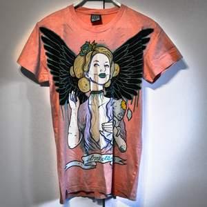 Dropdead T-shirt i bra skick! Har aldrig använt den faktiskt. Är inte riktigt min smak! Kan frakta och mötas upp :D