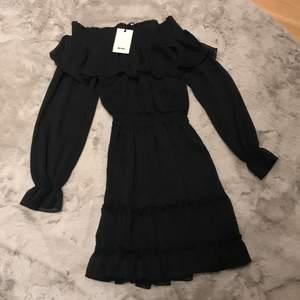 Helt ny klänning från bikbok. Passar till högtider, fryser eller bara nerklätt till vardags. Nypris 399:-