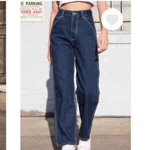 Riktigt coola jeans från Brandy med fickor på sidorna, kommer tyvärr inte till användning längre:/ Jag är 175 o de går ner till anklarna på mig. Något urtvättade, annars fint skick! Nypris: 400 kr (BUDGIVNING I KOMMENTARERNA)
