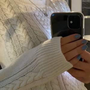 Fin vit stickad tröja från Lindex som inte kommer till användning🤍