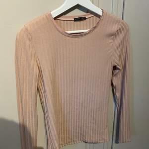 Rosa ribbad tröja, sitter ingen strl på men passar strl. S/M. Från Zara