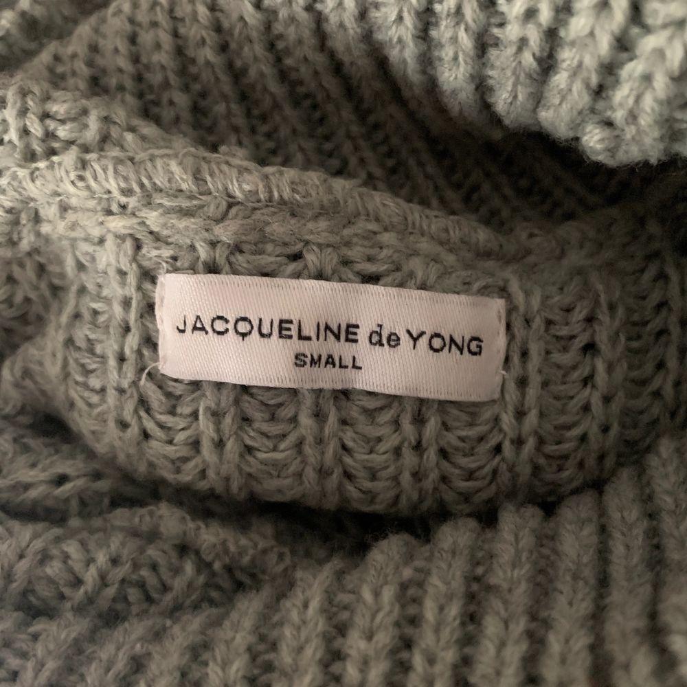 Superfin stickad tröja! Använt skick men den är fortfarande sååå fin🥰 möts upp i gbg eller fraktar, köparen betalar frakten🥰 . Stickat.