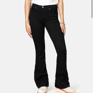 Svarta bootcut jeans från dr.denim i strl XS💗💫 mycket bra skick (säljer även samma i blått )<3ord pris: 499