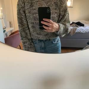 En fin stickad tröja från Gina som inte kommit till användning så mycket. I väldigt bra skick och priset är 70kr exklusive frakt.
