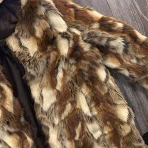 Super mjuk och snyggt faux fur från Kappahl