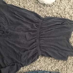 En jumpsuit från HM som jag säljer pga att jag har jätte många jumpsuits och känner att någon kan ha bättre användning för den här jumpsuiten medtanke på att jag använder mina andra