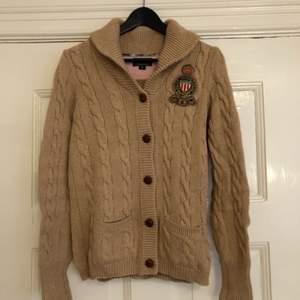 Stickad tröja från Ralph Lauren i bomull och kashmir.