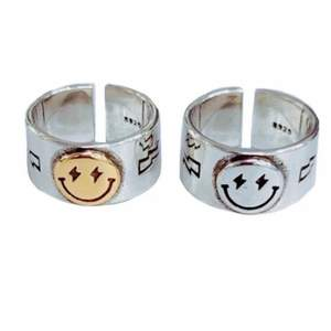 Säljer dessa oanvända smileyringar från Zend Details. En för 120kr eller 2 för 199kr. Ringarna är även justerbara i storleken☺️