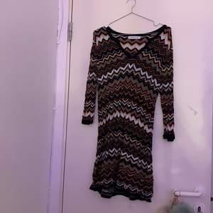 Väldigt fin klänning som jag nästan aldrig har haft på mig. Den är inte riktig min still men den är väldigt fin. Ink frakt