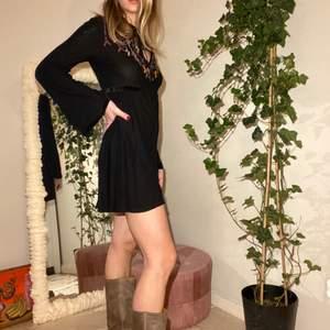 Söt boho-klänning i 70s vibe från Urban Outfitters. Köpt i London 2015 ☺️