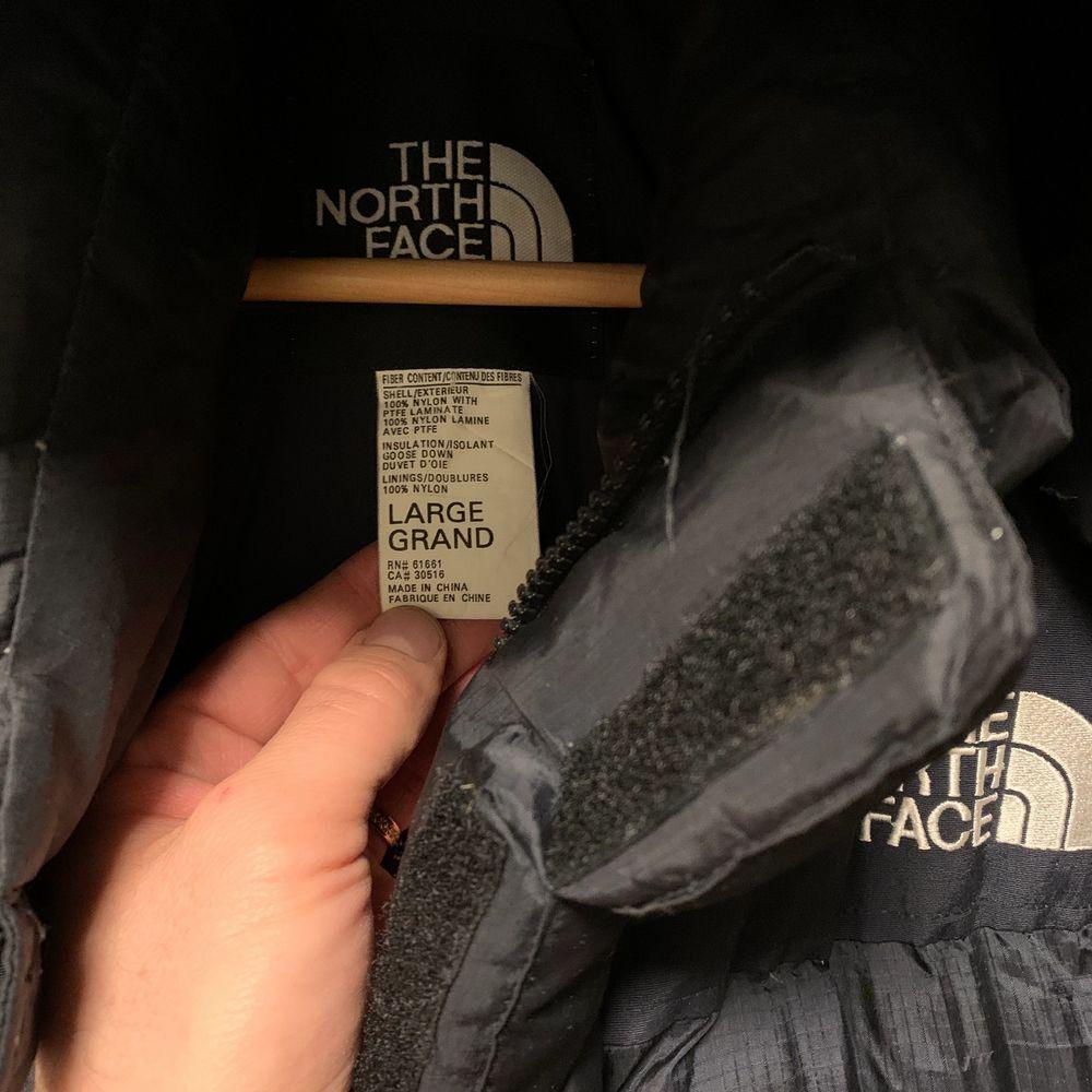 Super snygg, sällsynt och eftertraktade jacka. Gore dryloft med dunfillning. Excellent preowned condition/ Inga hål eller skavanker. . Jackor.