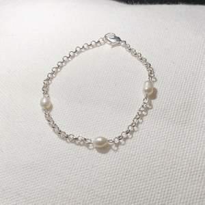 Armband med pärlor ✨ justerbar storlek. Endast ett exemplar! Insta: Moon.jwlry 🌙