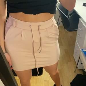 Rosa trikå kjol från ONLY i storlek XS. Köparen står för frakt!!