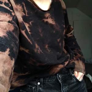 Super skön och cool sweatshirt! Original vintage men har fått en remake:) Storlek M! Frakt till kommer på ca 60kr