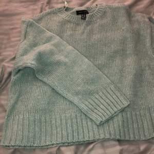 Säljer också denhär stickade tröjan, knappt använd!