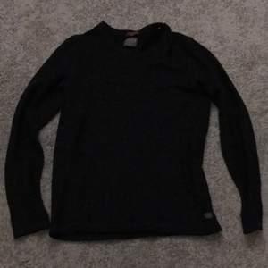 Jack & Jones vintage tröja. Jätte fin stickad tröja med hög kvalitets garn. Tröja är i perfekt skicka. Gratis frakt!!!