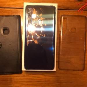 Hej, säljer nu min samsung galaxy a9 då jag köpt en ny mobil. Samsungen är i perfekt skick utan repor/sprickor. Den har 4kameror vilket gör bra bilder den har även 128GB utrymme så man får plats med mycket. Med samsung medföljer (lagad) laddare (fungerar perfekt) 2 skal 1 planboksfodral som har lite repor,märken o lite har fallit bort och 1 clear skal som är lite gulnat telefonen är dock i perfekt skick!