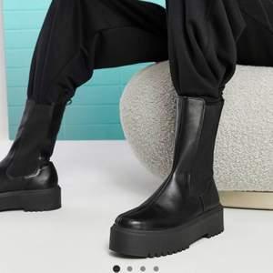 Snygga svarta boots från asos i str 39💞