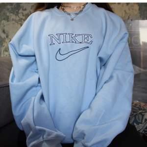 (Lånad bild) ! Söker denna Nike tröja med denna färg. 🥰