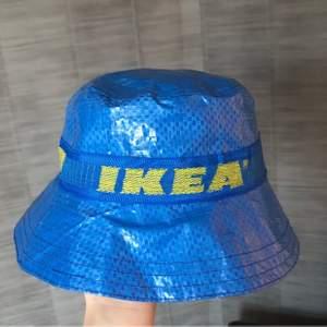Cool Ikea buckethat som jag har sytt själv, blått innertyg av bomull. Har sytt tre exemplar hittills men om intresset är stort kan jag sy fler🥰
