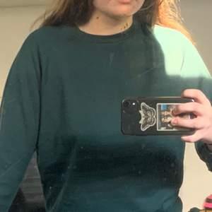 Jättemysig mörkgrön sweatshirt från lager 157 som tyvärr blivit för liten för mig💘. Köparen står för frakt💖