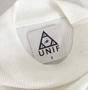 Naturvit tunt stickad tröja från unif, något transparent. Långa ärmar.