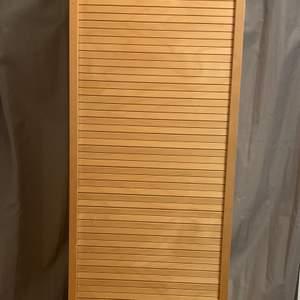 Säljer denna halvnya byrån då jag köpte en ny. Den är i nyskick! Priset kan diskuteras :)