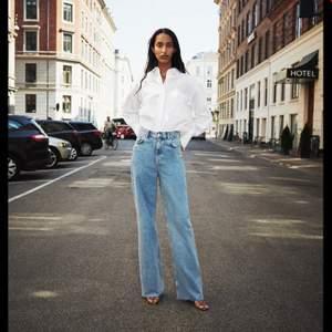 Långa jeans från Zara, köpta på Tise. Slutsålda på Zara. Oanvända, prislapp kvar. Storlek 36, 200 kr + frakt 66 kr.