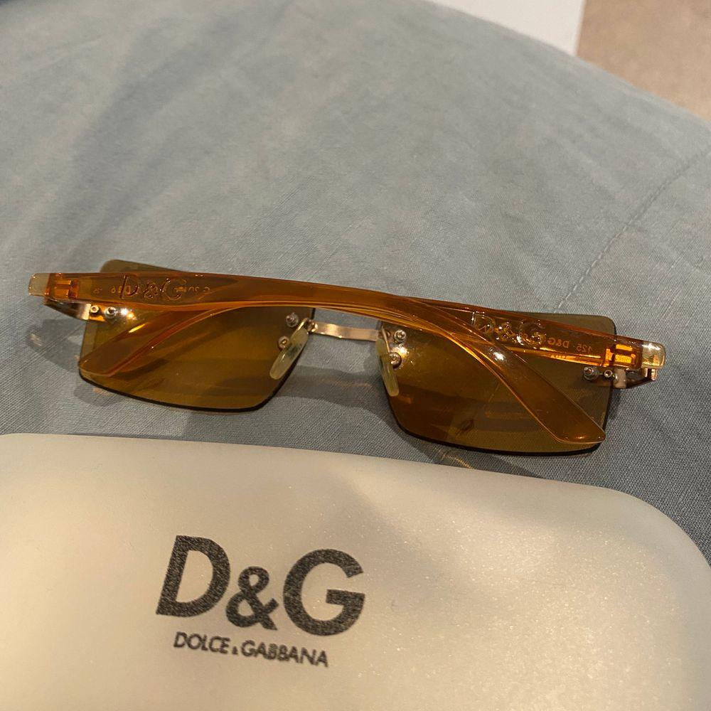 Bruna solglasögon från Dolce and Gabbana🥰 buda från 250kr🥰. Accessoarer.